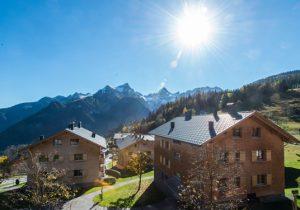 Bungalowpark in de zonnige Oostenrijkse bergen met zwembad
