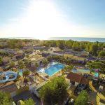 Tropisch zwemparadijs aan het strand in Frankrijk