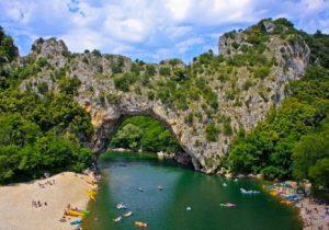 Leuke camping aan mooi zandstrand in de Ardèche