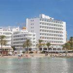Prima resort gelegen in levendige omgeving op Ibiza