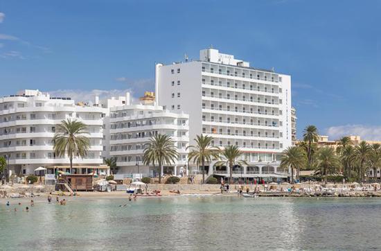 Levendig hotel Ibiza met tieners