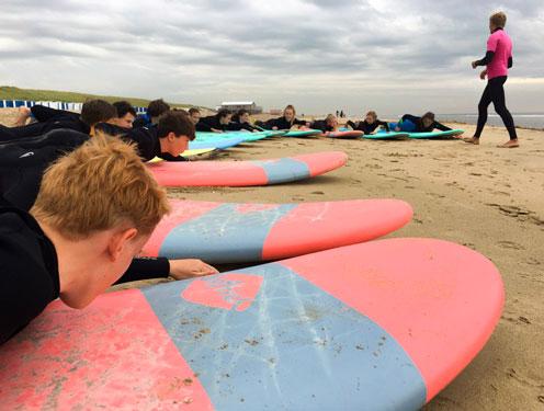 Surfkamp Nederland met tieners
