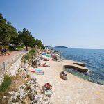 Mooie camping in Kroatië met zwembad en direct aan zee