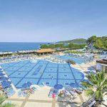 Hotel aan de Egeïsche kust met zwembad met glijbaan