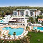Mooi hotel met groot zwembad aan de Turkse Rivièra