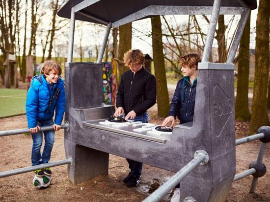 Nederland vakantiepark met oudere jeugd