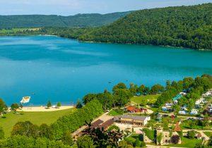 Leuk vakantiepark aan een mooi meer in de Jura
