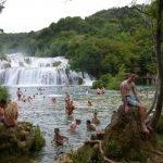 Zonnig vakantiekamp aan het strand in Kroatië