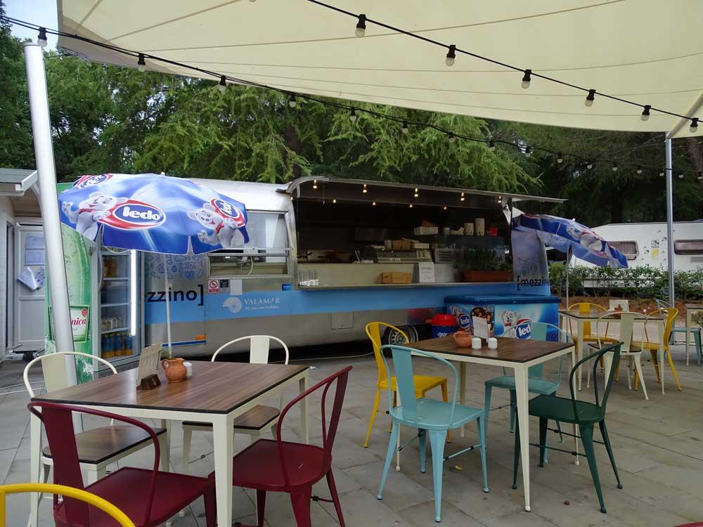 Foodtruck Mezzino op deze Kroatische camping