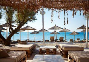 Sfeervol Grieks hotel met zwembad direct aan het strand