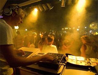 Levendige camping Costa Brava met tieners