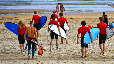 Sportief surfkamp in Spanje
