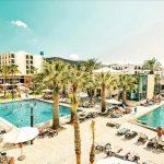 Vakantieparadijs op Ibiza met grote zwembaden