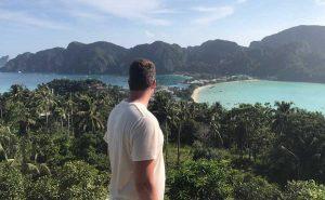 Uitzicht op Koh Phi Phi, reisblog over backpacken in Thailand