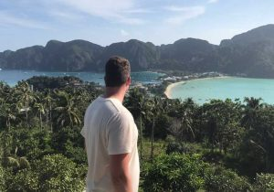 Uitzicht op Koh Phi Phi, reisblog over backpacken in Thailand